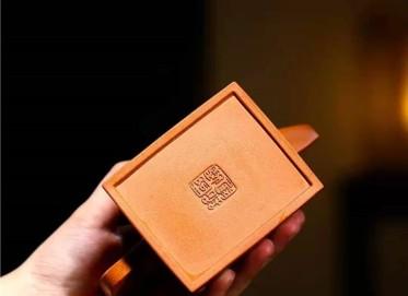 储国峰紫砂壶作品|原矿黄金段泥升方壶300CC手制真品价位
