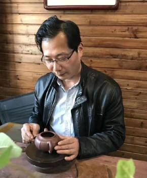 紫砂壶工艺师徐华军名家照片