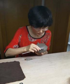 紫砂壶工艺师朱碧霞名家照片