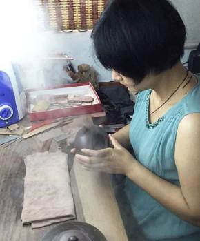 紫砂壶工艺师朱秀兰名家照片