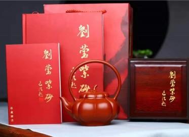 刘莹紫砂壶作品|原矿大红袍北瓜提梁壶550CC纯手工正品价格