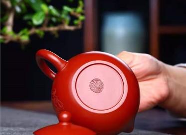 鲍明亚紫砂壶作品|原矿大红袍西施壶260CC手制真品价值