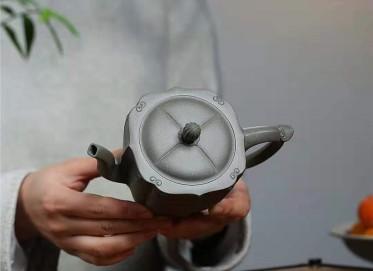 朱新南紫砂壶作品 原矿青灰段泥青玉菱花壶350CC纯手工真品怎么样