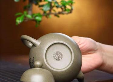 鲍明亚紫砂壶作品|蟹壳青思亭壶260CC全手工真品价位