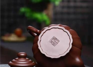 吴行其紫砂壶作品|原矿紫泥如意宫灯壶360CC纯手工正品价值