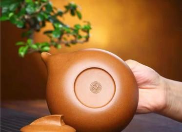 鲍明亚紫砂壶作品|蟹黄段泥曲壶320CC纯手工正品行情