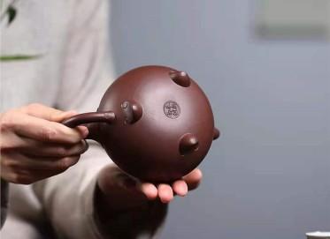 朱新南紫砂壶作品 原矿紫泥吉祥如意壶380CC手制正品多少钱