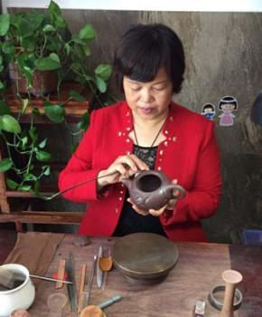 紫砂壶工艺师冯杏仙名家照片