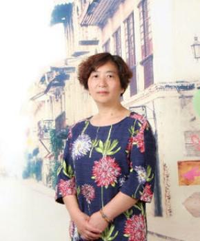 紫砂壶工艺师姜梅芳名家照片
