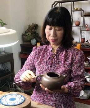 紫砂壶工艺师钱小红名家照片