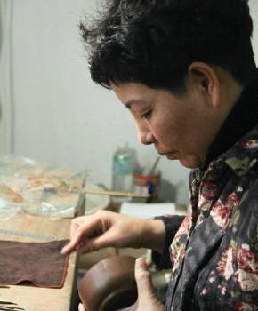 紫砂壶工艺师吴爱珍名家照片