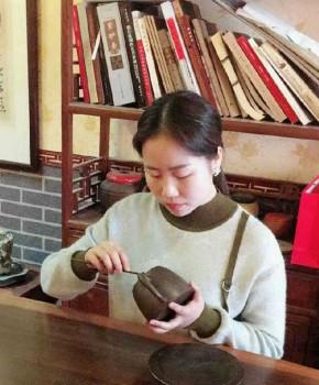 紫砂壶工艺师吴佳维名家照片