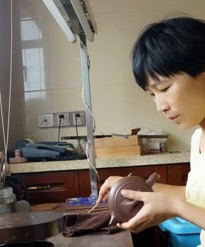 紫砂壶工艺师汤亚姣名家照片
