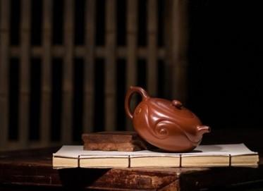 蒋华福紫砂壶作品 大浪淘沙壶 原矿大红袍 360cc 如意 筋纹器 助理工艺美术师 蒋华福紫砂壶价格,多少钱
