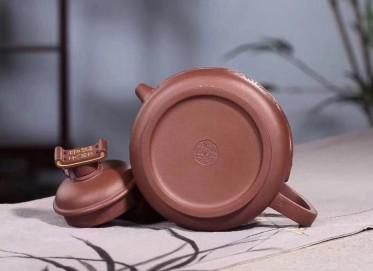 咸仲英紫砂壶作品 妈祖壶 原矿底槽清 680cc  研究员级高级工艺美术师 咸仲英紫砂壶价格,多少钱