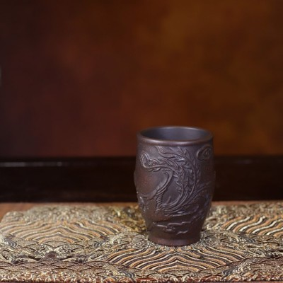 悠然紫砂作品 黑金刚紫砂龙凤主人杯