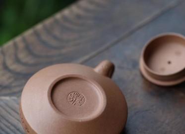 华芳玉紫砂壶作品 手工边鼓壶 段泥 180cc  民间艺人 华芳玉紫砂壶价格,多少钱