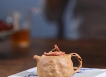 李群紫砂壶作品 灵芝供春壶 段泥 粉饰朱泥浆 90cc  民间艺人 李群紫砂壶价格,多少钱