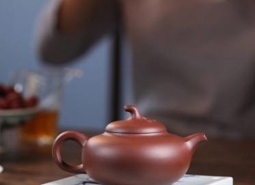 杨军保紫砂壶作品 樱桃壶 家藏底槽清 310cc  工艺美术师 杨军保紫砂壶价格,多少钱