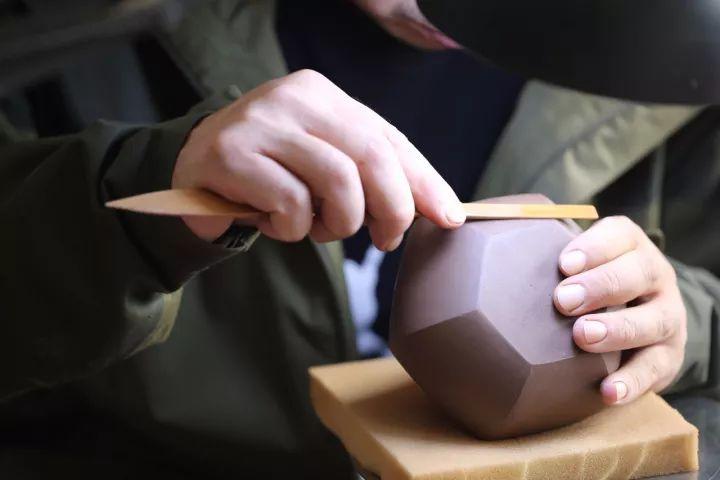 为何说六方形紫砂壶的制作难度高