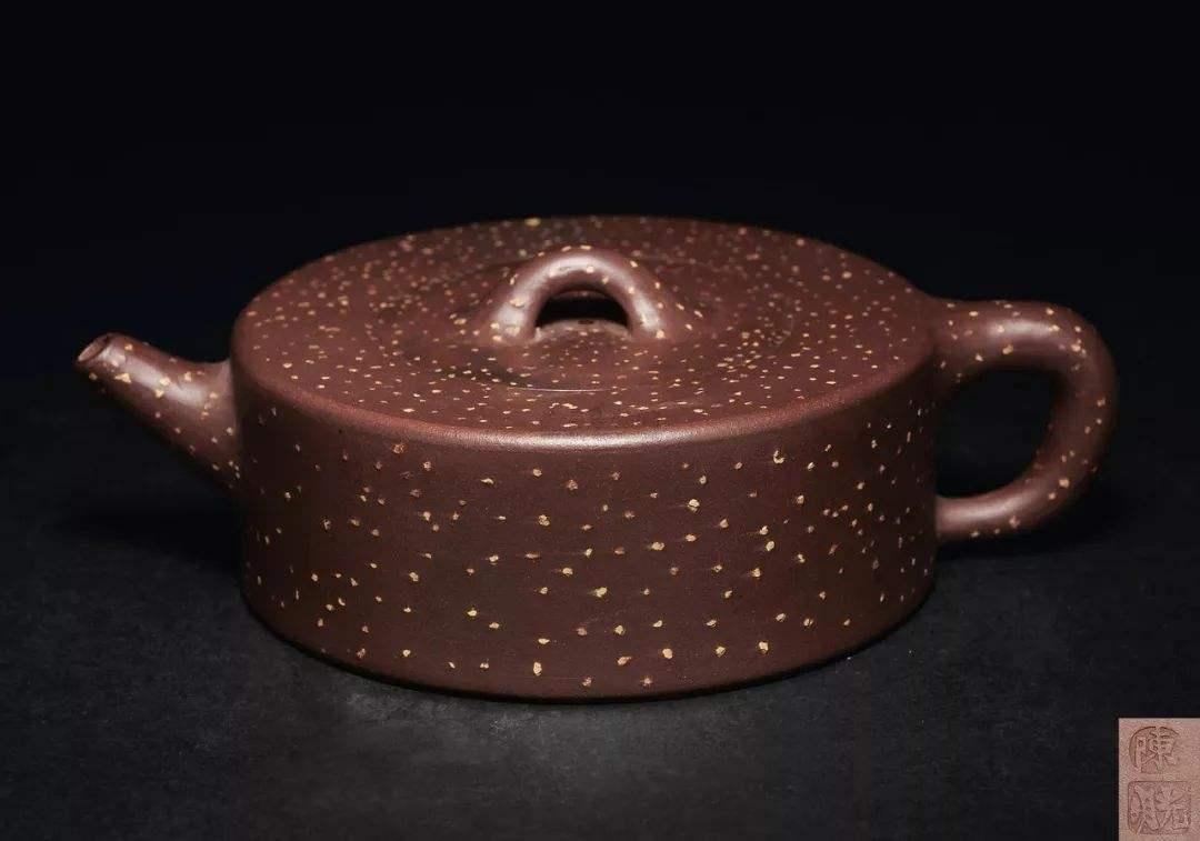 紫砂泥料调砂艺术