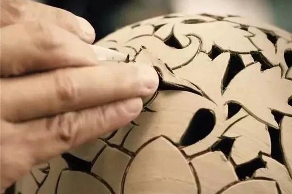 古老的紫砂壶装饰工艺:镂雕