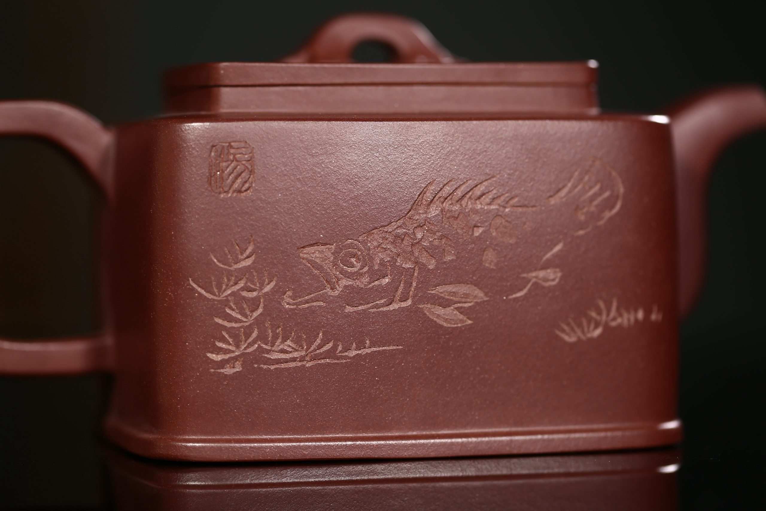 紫砂鉴赏丨吴小楣·鱼乐四方壶