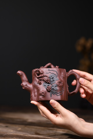 紫砂鉴赏丨葛岳纯·松鼠葡萄壶