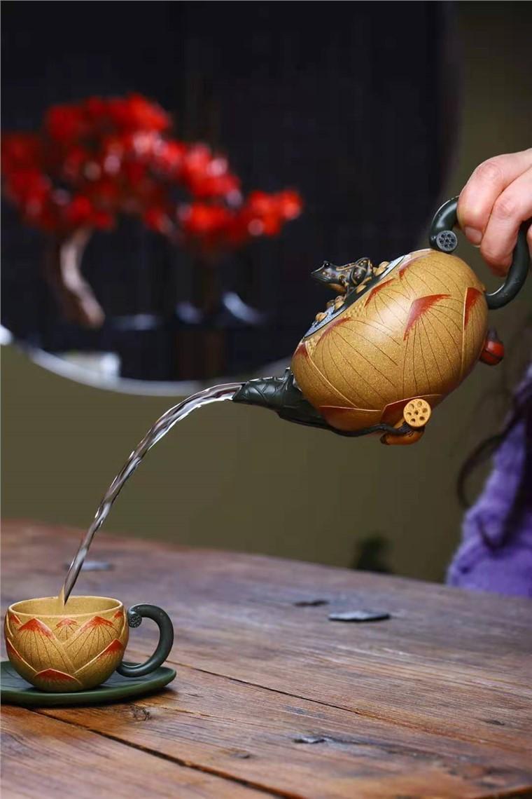 刘莹作品 青蛙莲子套壶