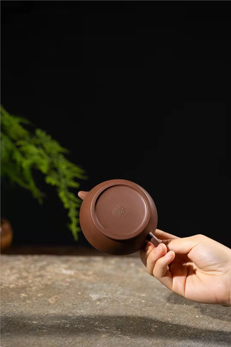 范微琴作品 茶香壶