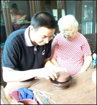 紫砂壶工艺师周俊名家照片